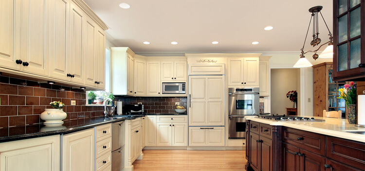 residential-kitchen-pot-lights-under-cabinet-accents